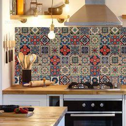 papel-de-parede-azulejos-portugueses-hidraulicos-tons-de-azul-e-vermelho1