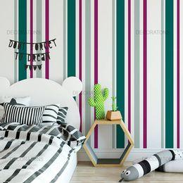 papel-de-parede-listrado-vertical-roxo-com-verde-e-cinza