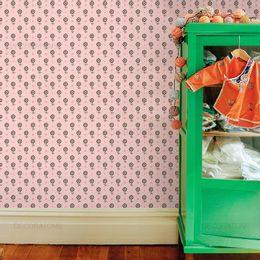 papel-de-parede-margaridas-e-poa-rosa-claro