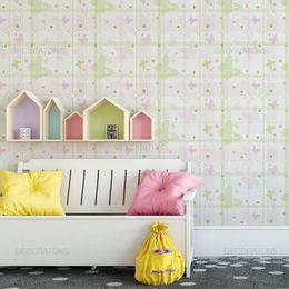 papel-de-parede-listras-e-borboletas-rosa-claro