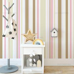 papel-de-parede-listrado-infantil-vertical-creme-e-rosa