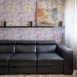 papel-de-parede-grandes-rosas-e-galhos-fundo-lilas