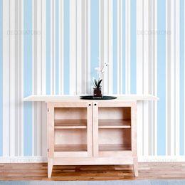 papel-de-parede-listrado-vertical-azul-claro-com-cinza
