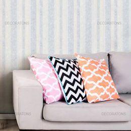 papel-de-parede-listrado-vertical-creme-e-azul