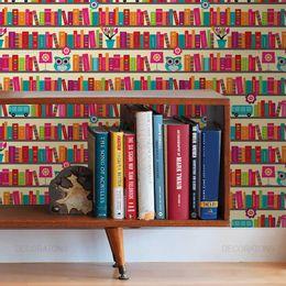 papel-de-parede-coruja-na-biblioteca-colorido