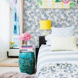 papel-de-parede-petalas-poa-azul-claro